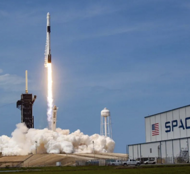 "SpaceX""载人龙""飞船成功开展载人飞行试验,和宇航员一起上天的,还有这只小恐龙!"