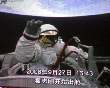 酷酷的外太空行走也暗含风险隐患