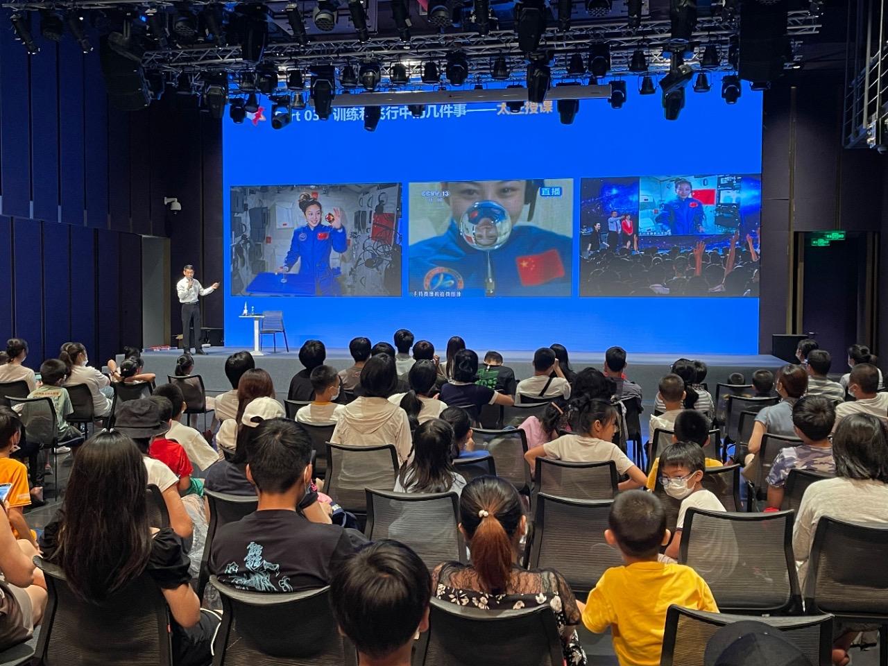 驰骋天空,逐梦太空——中国首批航天员赵传东走进航天艺术展